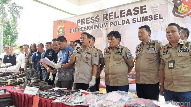 Polda Sumatera Selatan menyita 309 senjata api (senpi) rakitan dari masyarakat