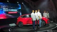 Manajemen PT Suzuki Indomobil Sales berpose dengan Suzuki Baleno terbaru. Untuk mesinnya, menggunakan K41B berkapasitas 1.373 cc, dengan tenaga 92,4 PS pada 6.000 rpm dan torsi 130 Nm pada 4.200 rpm. Mesin tersebut tersedia pilihan transmisi manual 5 percepatan dan otomatis 4 percepatan.