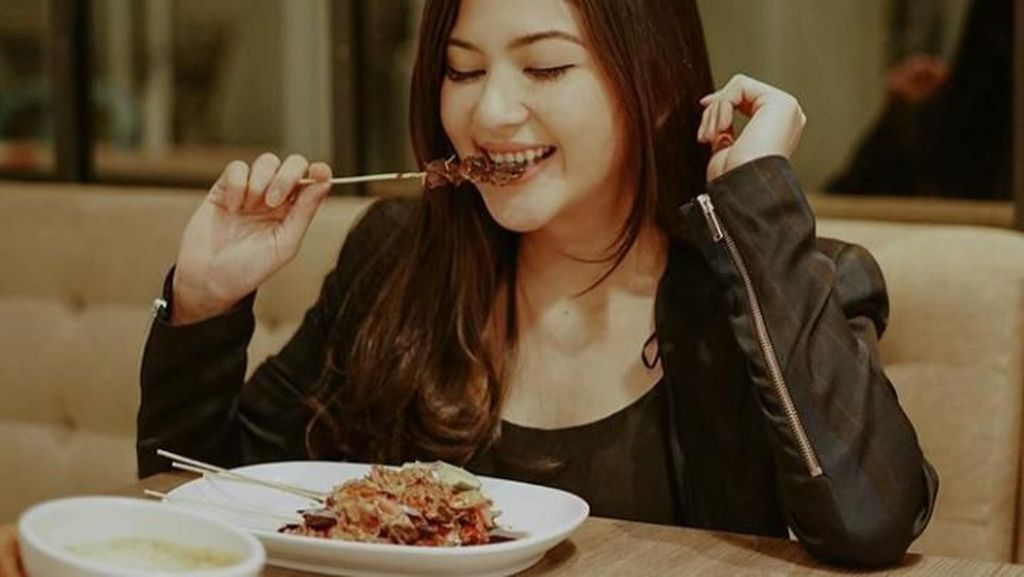 Yuk! Intip Pesona Cantik Jessica Mila Saat Kulineran