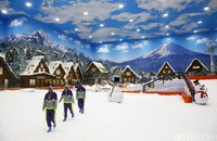 Trans Snow World Bintaro merupakan taman rekreasi indoor dengan salju buatan terbesar di Indonesia (Grandyos Zafna/detikcom)