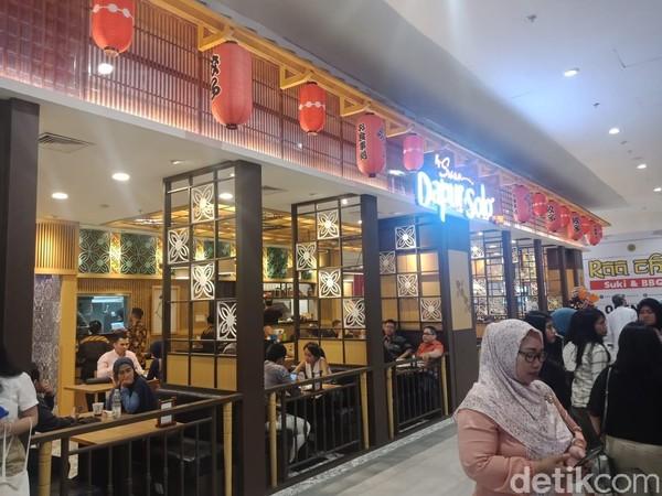 Naik ke lantai 3, kamu akan menemukan berbagai jenis restoran yang didesain seperti restoran tradisional Jepang. (Putu Intan/detikcom)
