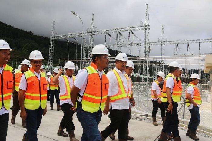 Pengoperasian jaringan tersebut sebagai jawaban untuk pemanfaatan pembangkit listrik tenaga panas bumi Muara Labuh, Solok Selatan. Adapun proyek tersebut dapat diselesaikan hanya dalam waktu 14 bulan saja. Istimewa/PLN.