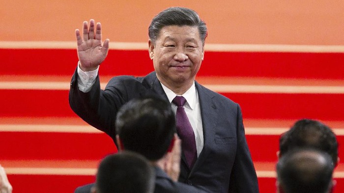 Chinese President Xi Jinping waves during the inauguration ceremony in Macao, Friday, Dec. 20, 2019 to mark the 20th anniversary of the former Portuguese colonys handover to Chinese rule. Beijing loyalist Ho Iat Seng was inaugurated Friday as Chinas chief executive in the tiny gambling enclave of Macao, which unlike neighboring Hong Kong has remained free of pro-democracy protests. (AP Photo)