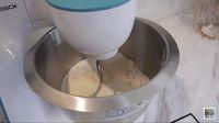 Unjuk Bakat di Dapur, Shireen Sungkar Bikin Roti Sobek Cokelat Empuk