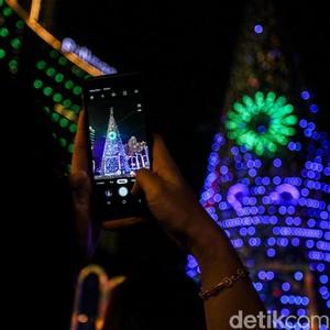 8 Pohon Natal di Mal Jakarta, Bertema Harry Potter Hingga Flamingo