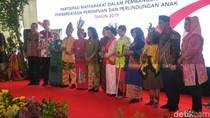 Menteri PPPA Berikan Penghargaan ke 7 Lembaga Inovatif di Hari Ibu