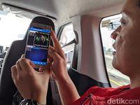 Saat menguji kualitas sinyal Telkomsel di tol Japek layang.