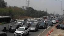 Ada Penanganan Kecelakaan, Tol Layang Jakarta-Cikampek Macet 2 Km