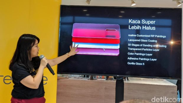 Krisva Angnieszca, Public Relation Manager Realme Indonesia