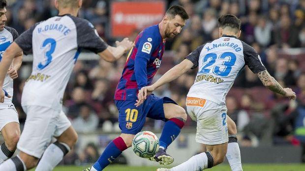 Lionel Messi mencetak satu gol ke gawang Alaves. (