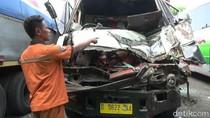 Video Truk Hantam Truk di Tol Purbaleunyi, Satu Orang Tewas