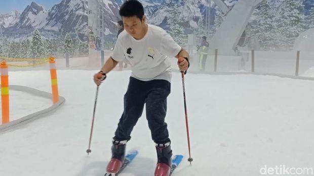 Keseruan Bermain Ski di Trans Snow World Bintaro