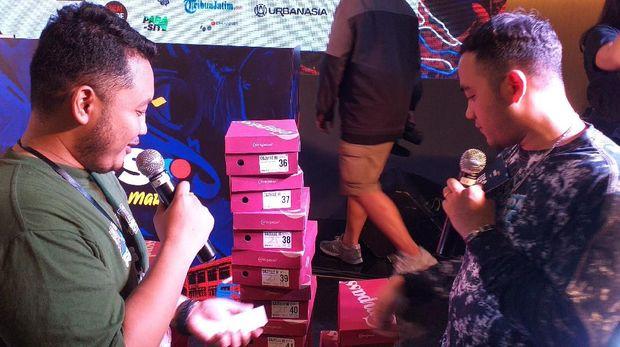 Demi Sneakers Compass, Pengunjung USS Downtown Market Antre Dari Pagi