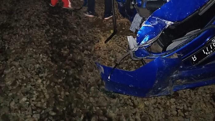 Foto: Kecelakaan mobil vs kereta api di Cibitung, Bekasi (Dok. Istimewa)