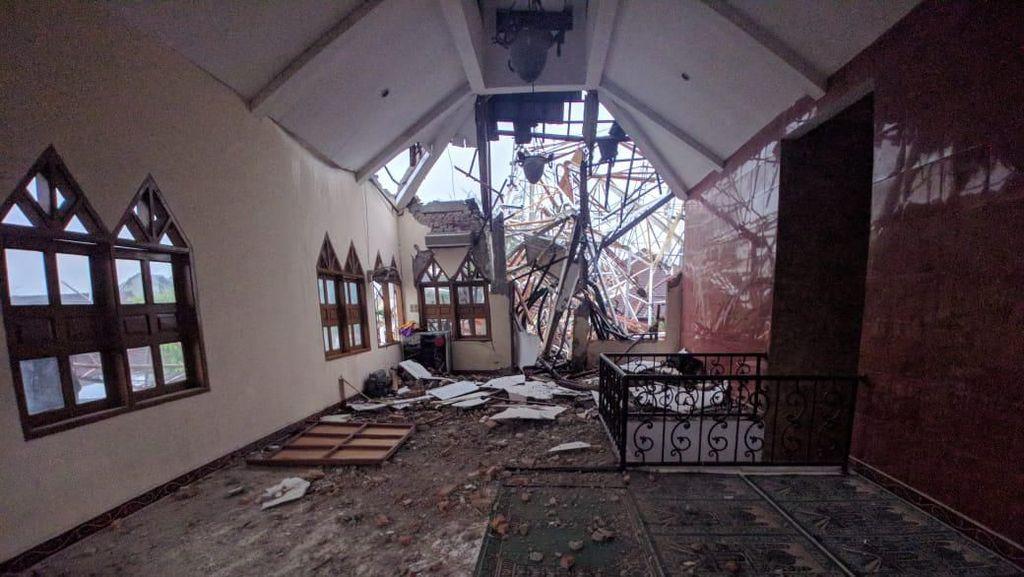 Begini Detik-detik Menara Pemancar di Radio Dalam Jaksel Timpa Masjid