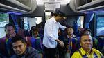 Momen Menhub Cek Arus Libur Natal di Terminal Kampung Rambutan