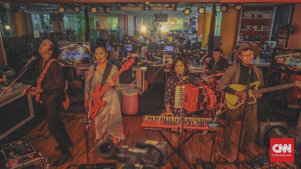 Tashoora saat berkunjung ke Music at Newsroom CNNIndonesia.com. MAN khusus Tashoora akan tayang Jumat (27/12) pukul 14.00 WIB.