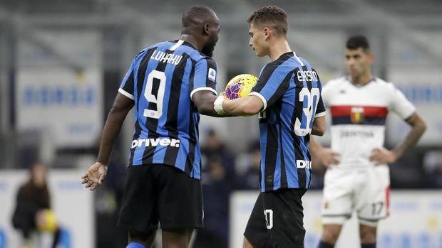 Romelu Lukaku (kiri) cetak dua gol dan satu assist. (