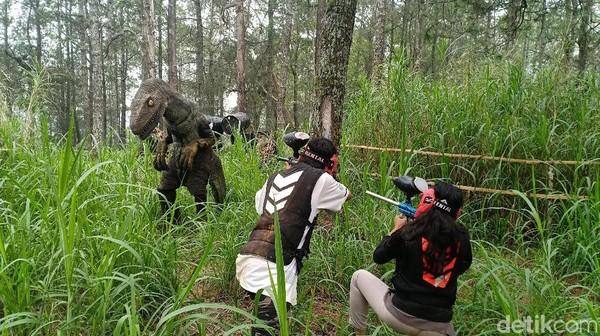 Ada sekitar dinosaurus yang dapat ditemui di sini. Ada pulagame berburu dinosaurus. (Foto: Sugeng Harianto/detikcom)
