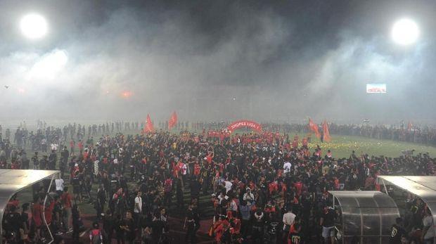 Suporter Bali United berpesta di Stadion I Wayan Dipta, Minggu (22/12).