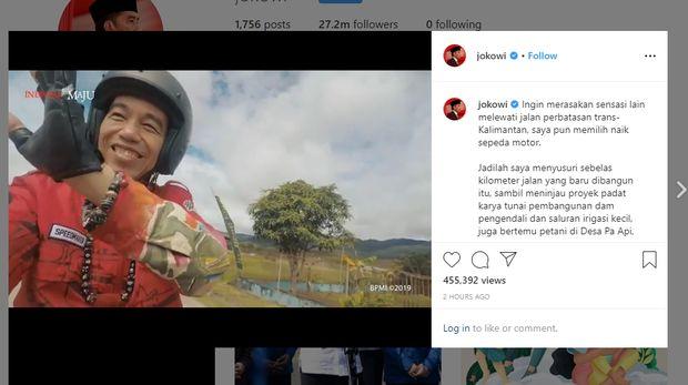 Jokowi 'main lumpur' pakai motor custom