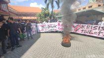 Ratusan Mahasiswa IAIN Kediri Protes Kualitas Gedung dan Toilet Kampus