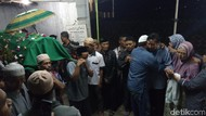 Tiba di Rumah Duka di Banjarnegara, Mahasiswi Unsika Langsung Dimakamkan