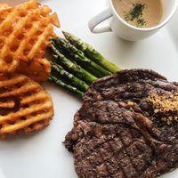 Serba Daging, Ada Iga Bakar Betawi hingga Sirloin Steak Untuk Hari Istimewa