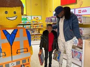 Sayang Anak, Rapper 50 Cent Habiskan Rp 140 Juta untuk Sewa Toko Mainan