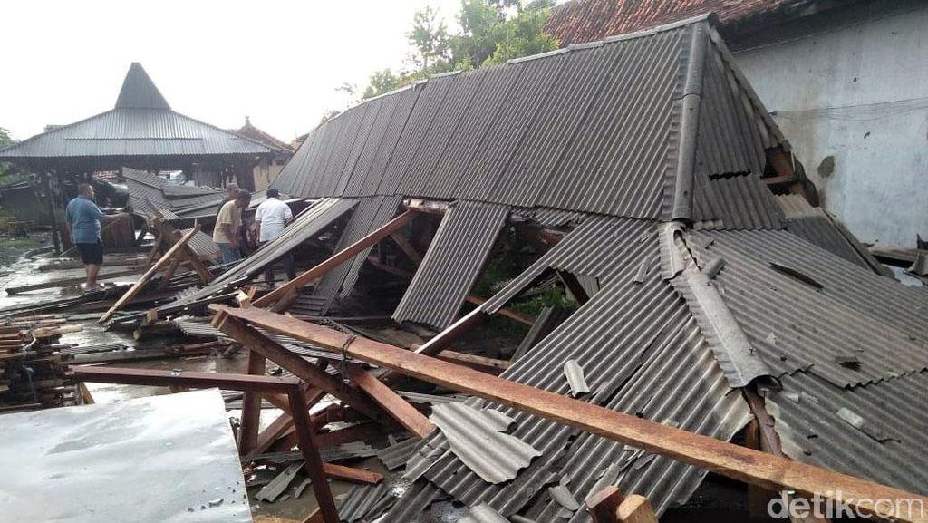 Puluhan Rumah Rusak Imbas Diterjang Angin Kencang di Brebes