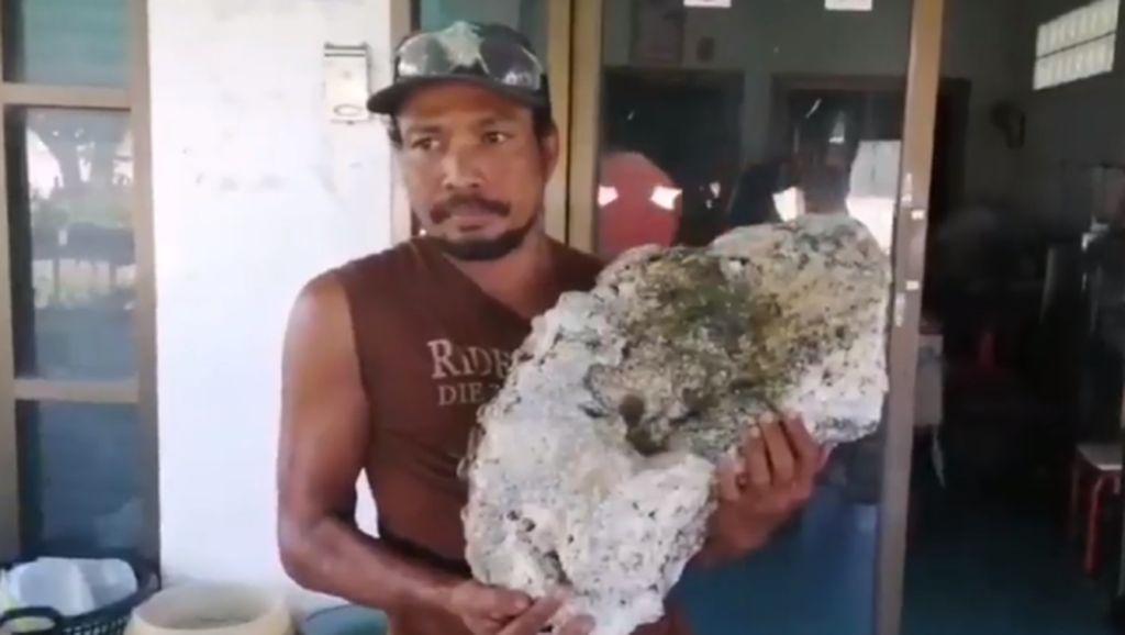 Lagi Jalan di Pantai, Pemulung Temukan Batu Senilai Rp 9,6 M