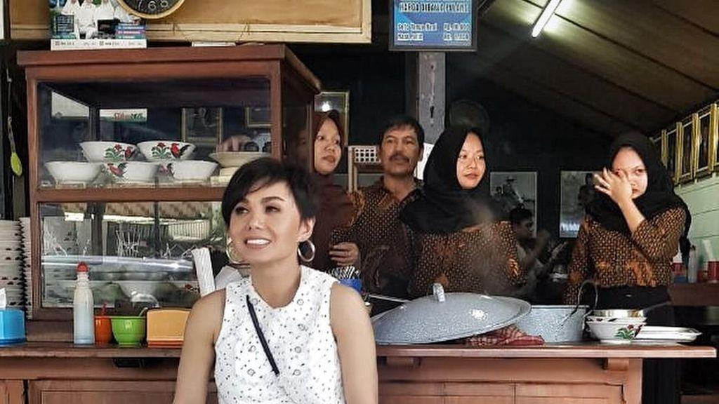 Yuni Shara Doyan Makanan Tradisional, Pecel Pincuk sampai Soto Gading