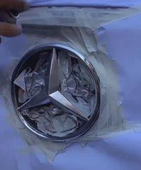 Mie Instan Bisa Bikin Mulus Logo Mobil Mewah yang Rusak