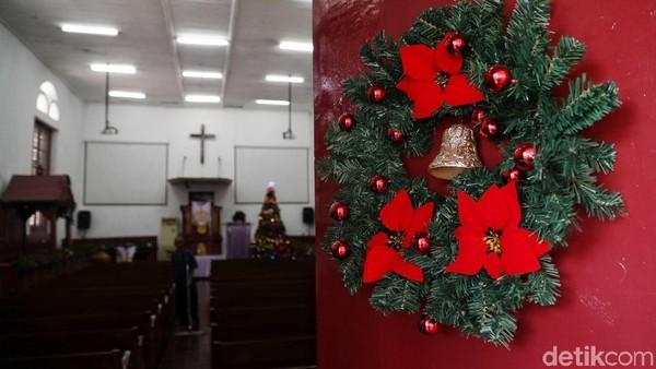 Gereja Tugu pun menjadi saksi dari akulturasi budaya para keturunan Portugis dengan warga Betawi setempat. Malah, warga Betawi setempat juga melindungi para keturunan Portugis dan menganggapnya sebagai saudara (Pradita Utama/detikcom)