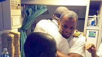 Dari Tukang Bersih-bersih di Bandara, Pria Ini Naik Pangkat Menjadi Pilot