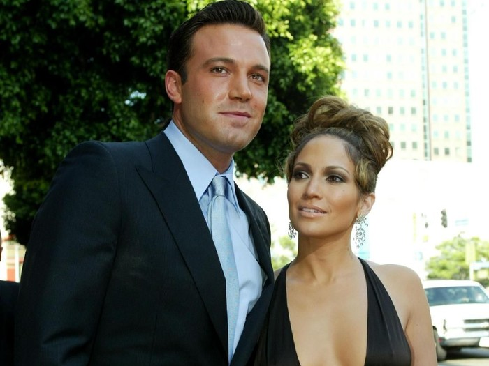 WESTWOOD, CA - JULY 27:   Actress Jennifer Lopez and actor Ben Affleck attend the premiere of Revolution Studios and Columbia Pictures film Gigli at the Mann National Theatre July 27, 2003 in Westwood, California.  Gigli opens nationwide on August 1, 2003.  (Photo by Kevin Winter/Getty Images)