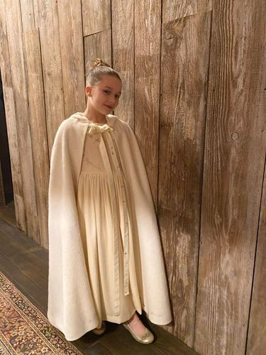 Baru Umur 8 Tahun, Harper Beckham Bisa Rancang Gaun Baptis Sendiri