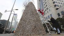 Di Korsel Ada Pohon Natal dari Puntung Rokok Lho