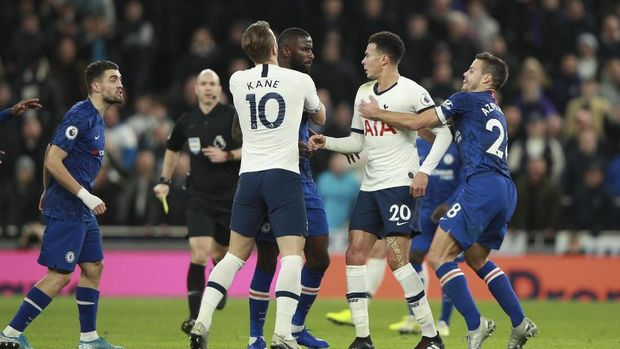 Sempat terjadi keributan antara pemain Tottenham Dele Alli dengan Mateo Kovacic. (