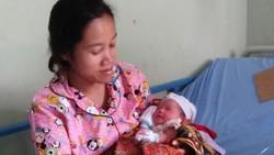 Bayi Perempuan Lahir di Mobil Desa