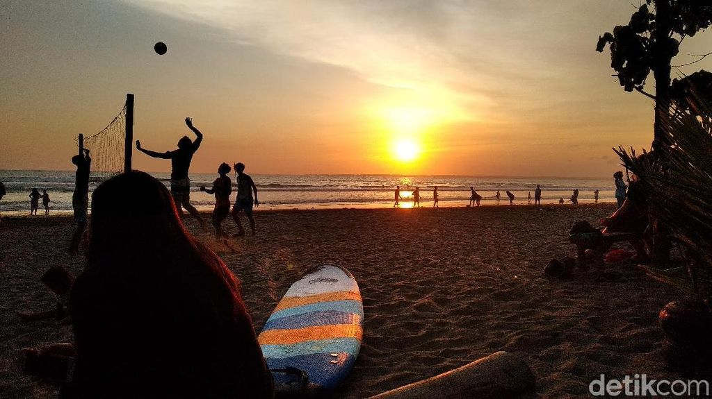 Menikmati Sunset Jelang Natal dari Pantai Pangandaran