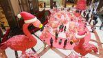 Flamingo Raksasa Sambut Nataru di Pusat Perbelanjaan