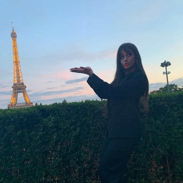 Selanjutnya ada pelantun Senorita, Camila Cabello yang juga mengabadikan momennya di depan ikon Paris itu. (Foto: instagram @camila_cabello)