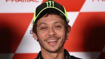 Saat Rossi Beraksi Tunggangi Motocross