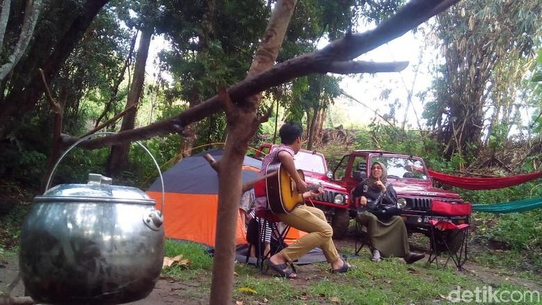 Menerabas Perbukitan Patiayam Kudus dengan mobil Jip (Foto: Akrom Hazami/detikcom)