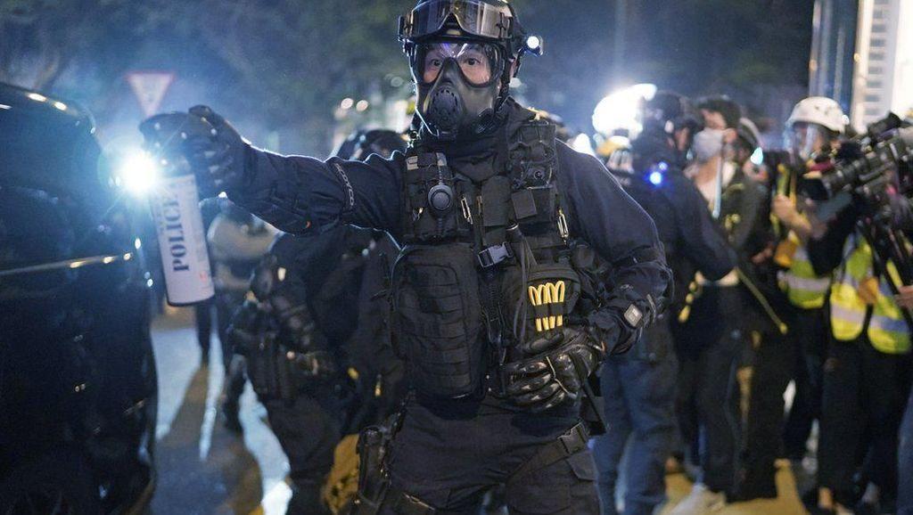Bentrok Malam Natal, Polisi Tembakkan Gas Air Mata ke Demonstran Hong Kong