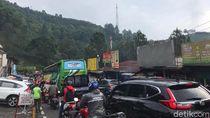 Puncak Bogor Sempat Diguyur Hujan, Lalu Lintas Arah Jakarta Macet