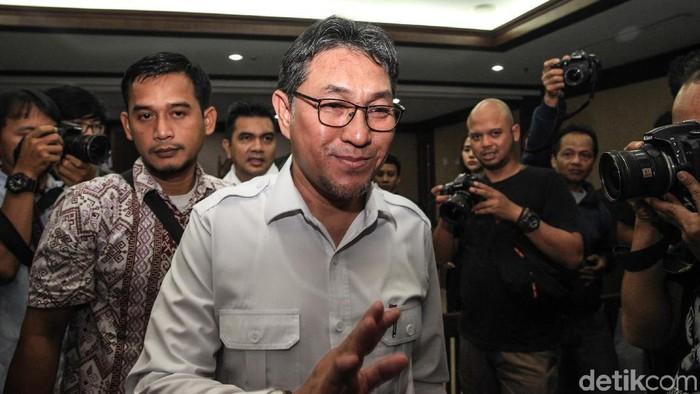 Eks anggota DPR Sukiman menjalani sidang kasus korupsi di Pengadilan Tipikor Jakarta. Ia didakwa menerima suap sebesar Rp 2,6 miliar.