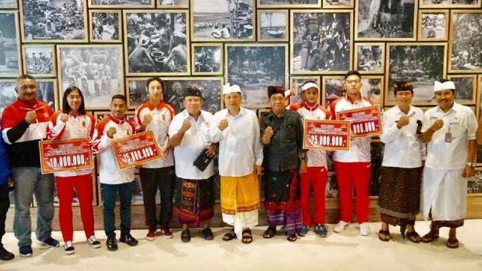Pemkot Denpasar guyur bonus perah medali SEA Games 2019 Filipina, Kamis (26/12/2019). (dok. Pemkot Denpasar)