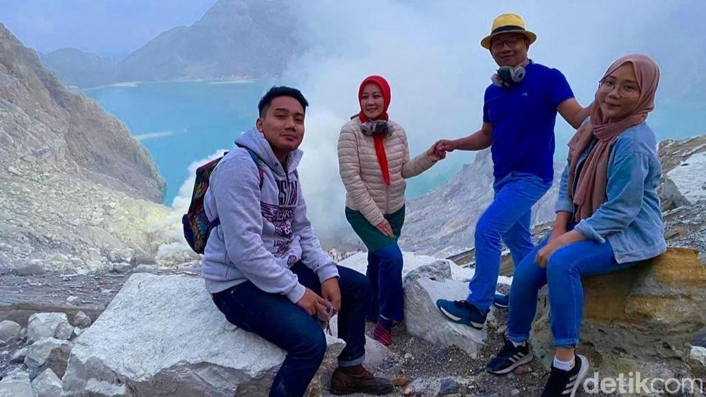 Saat Ridwan Kamil dan Keluarga Daki Kawah Ijen dan Nikmati Blue Fire